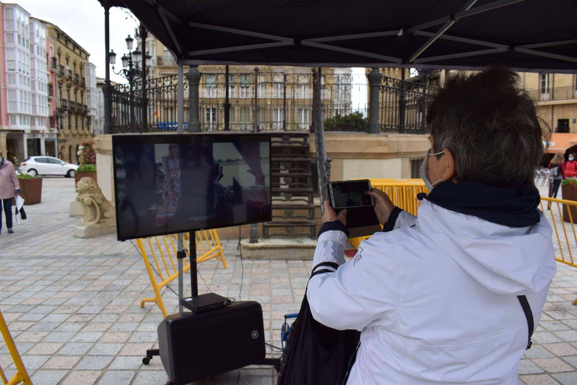 La plaza de la Paz estrena un photocall con el lema 'Haro, Capital del Rioja' 5