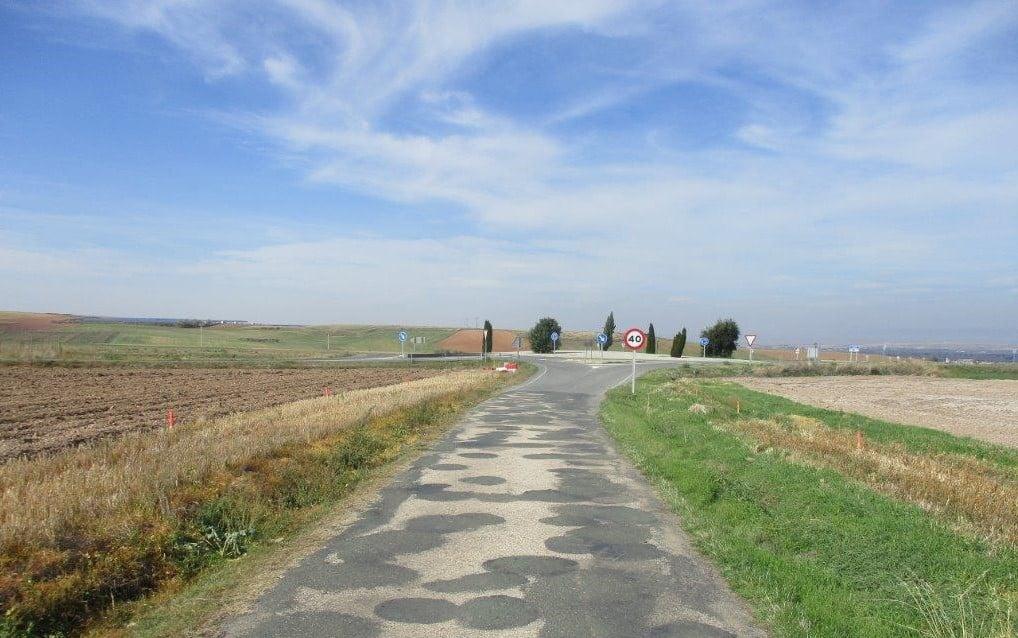 La carretera LR-409 en Ciriñuela, cortada desde el jueves para ejecutar obras de ensanche y mejora 1