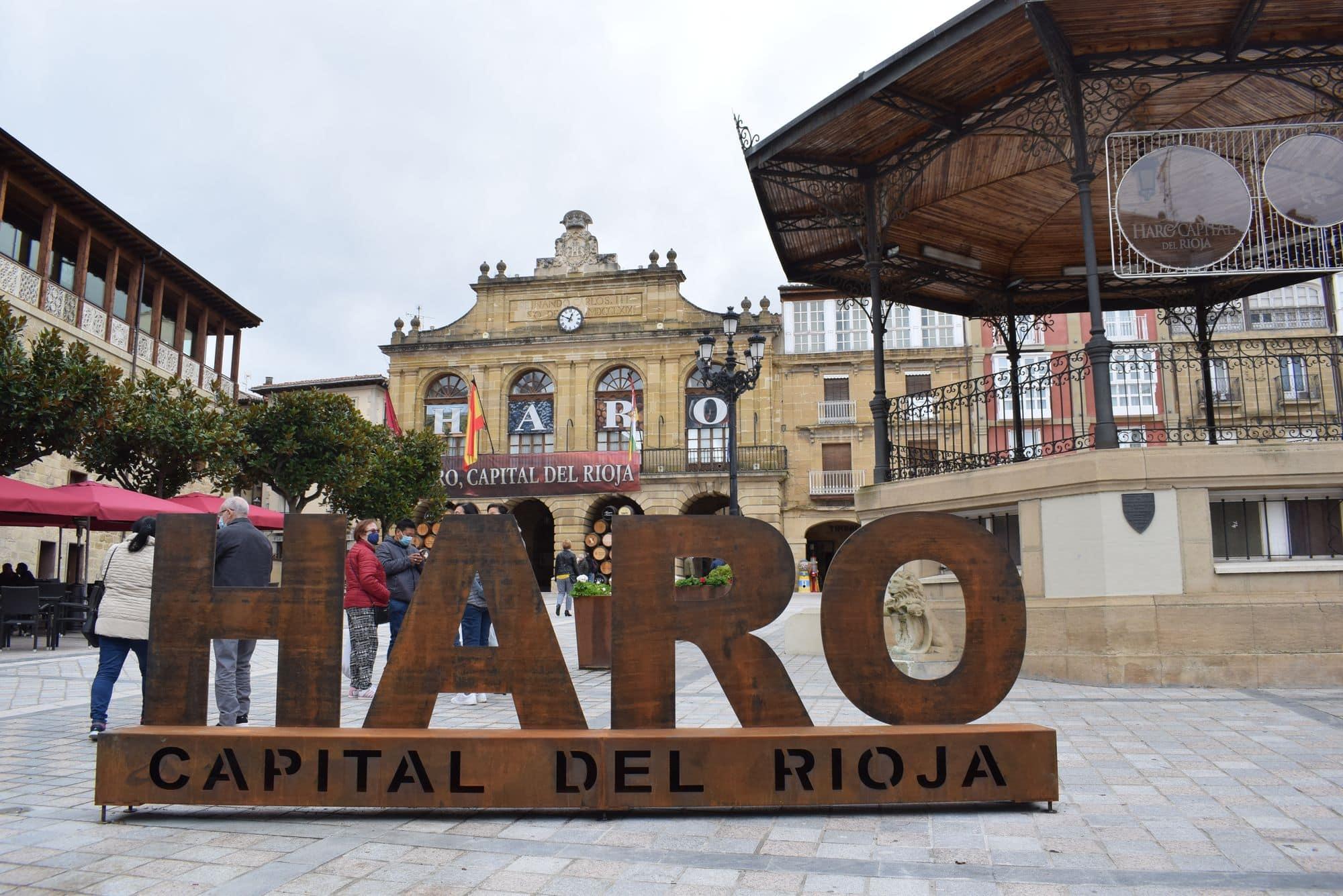 La plaza de la Paz estrena un photocall con el lema 'Haro, Capital del Rioja' 2
