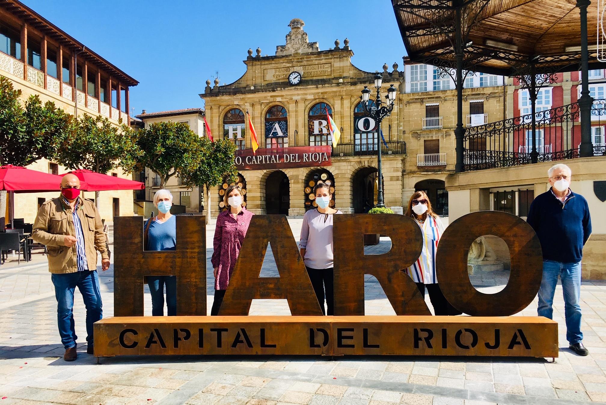 La plaza de la Paz estrena un photocall con el lema 'Haro, Capital del Rioja' 1