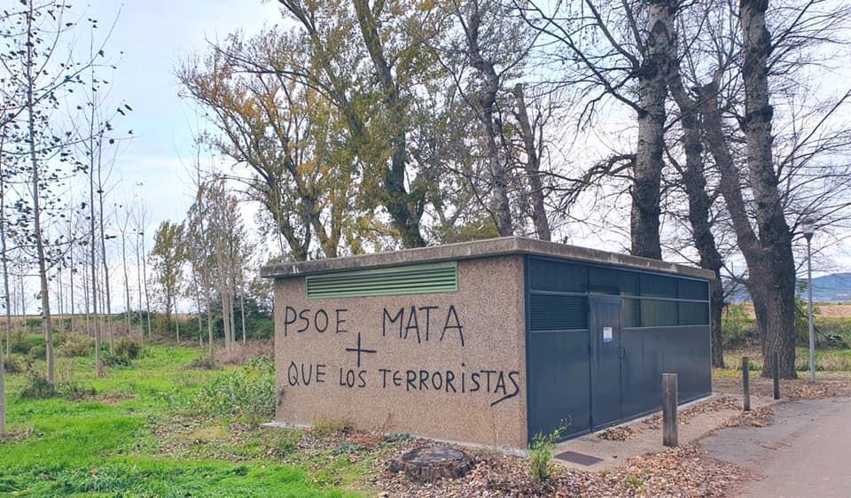 Pintadas en Haro contra la alcaldesa y el Gobierno del PSOE 1