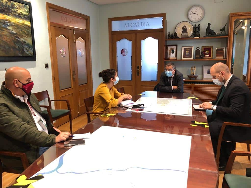 El consejero Rubio visita varias dependencias en Haro 2