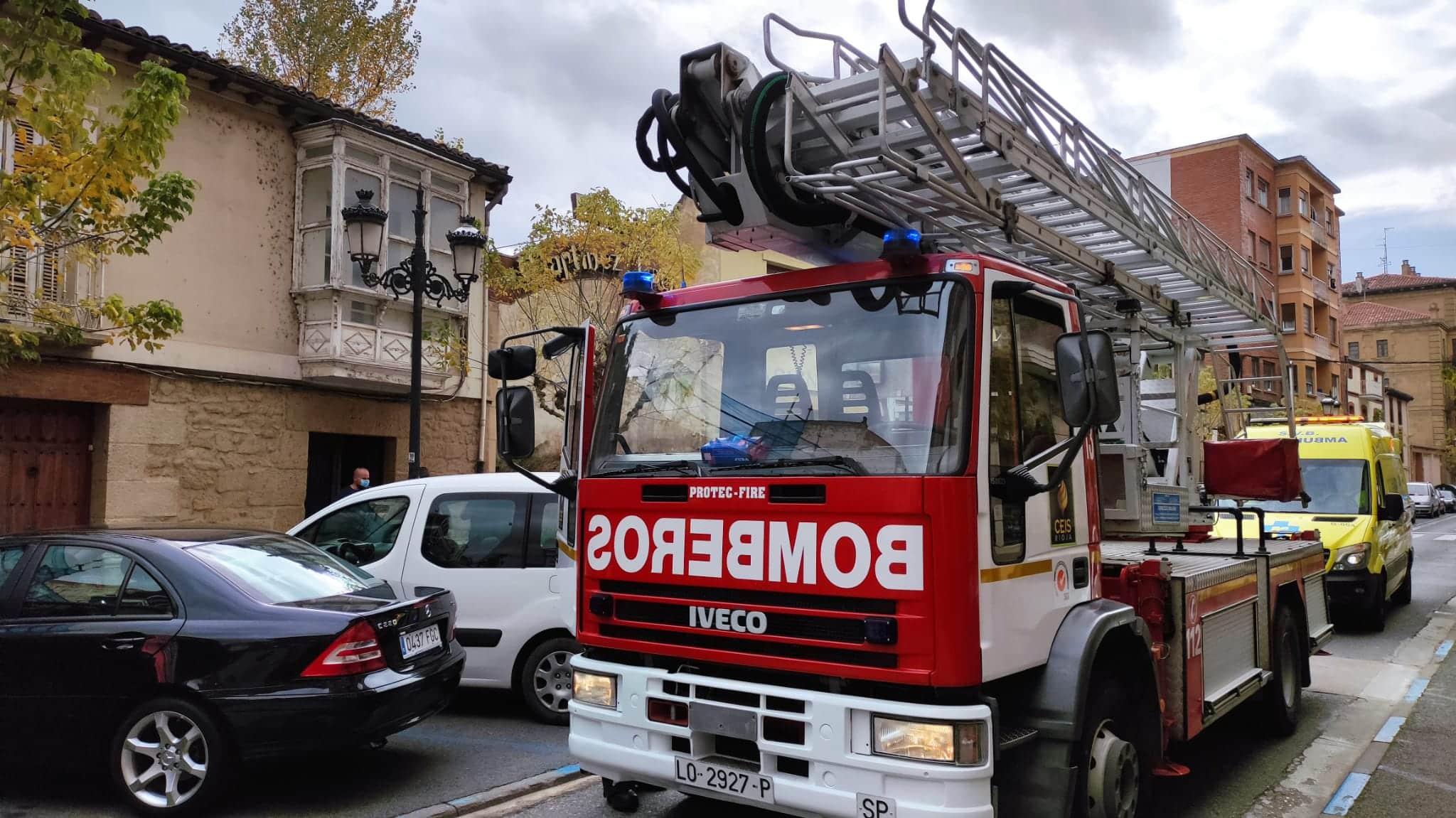 Susto en La Ventilla por el humo que salía de una vivienda 5