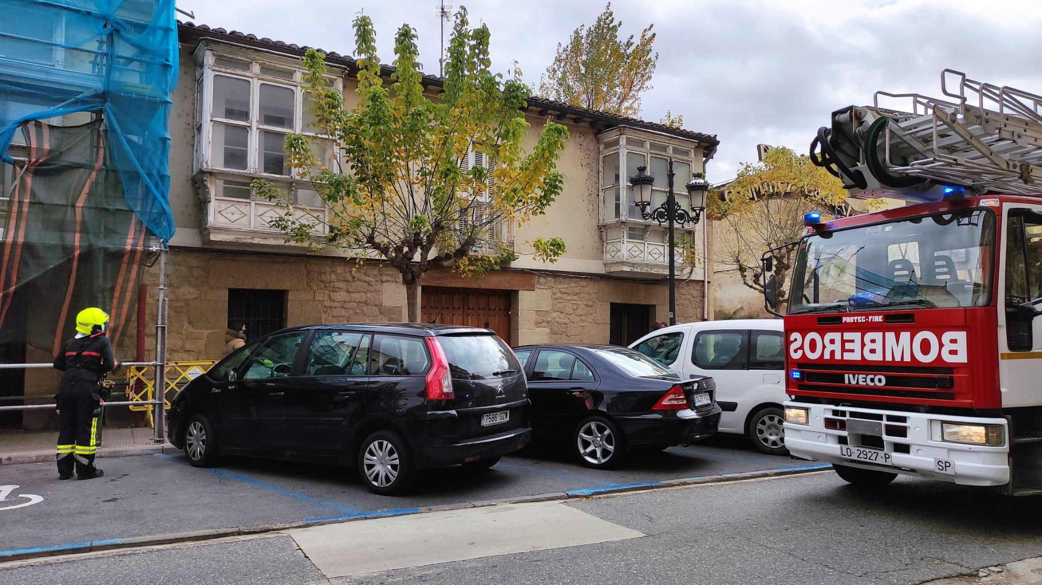 Susto en La Ventilla por el humo que salía de una vivienda 4