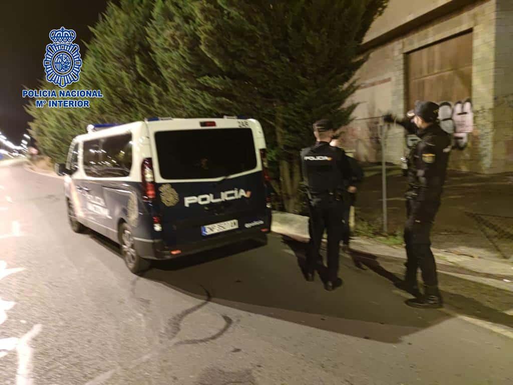 La Policía Nacional disuelve una fiesta durante el toque de queda en una bodega en ruinas 1
