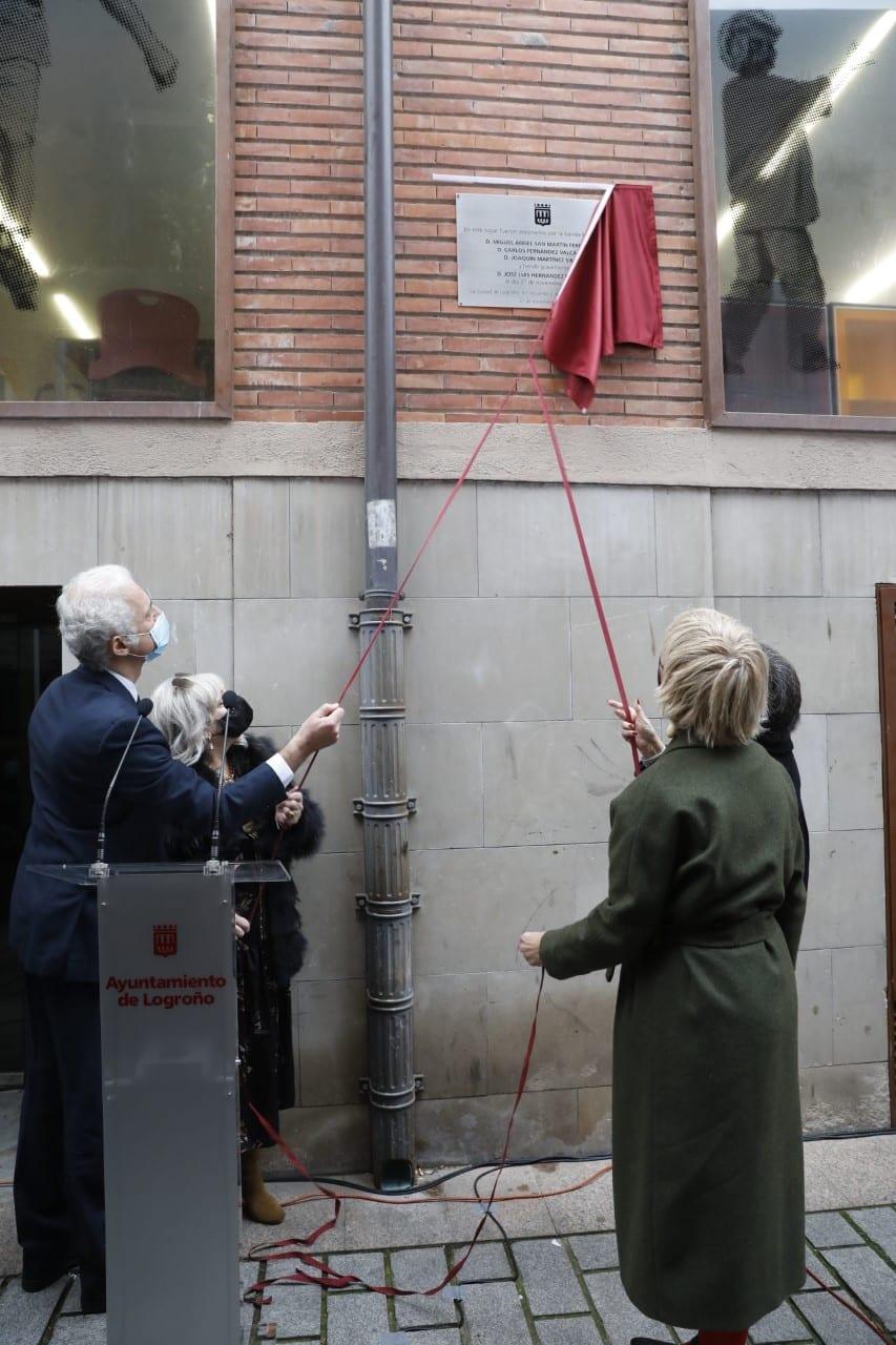 Logroño recuerda con una placa en la calle Ollerías a las tres personas fallecidas y una herida en el atentado de ETA 2