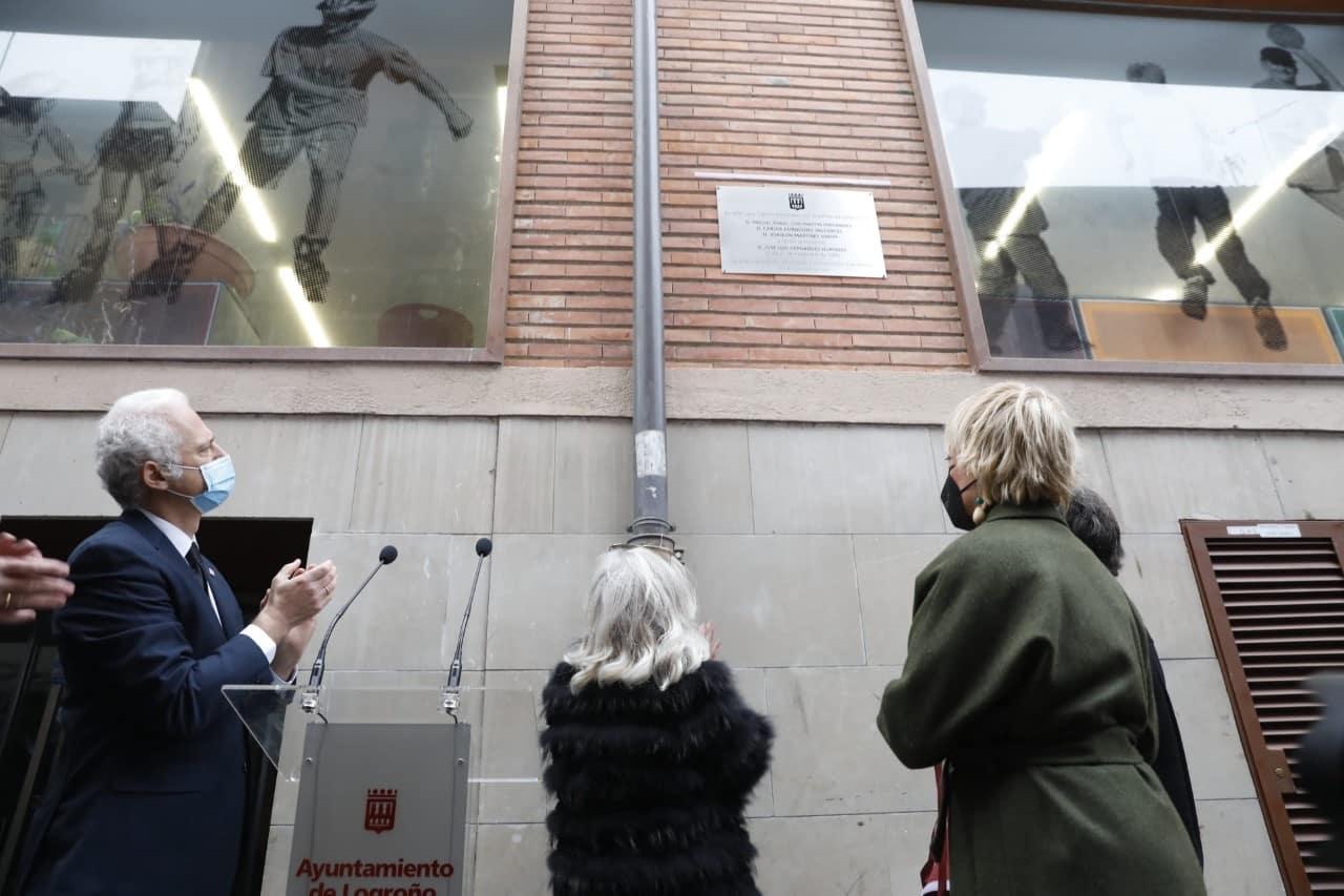 Logroño recuerda con una placa en la calle Ollerías a las tres personas fallecidas y una herida en el atentado de ETA 3