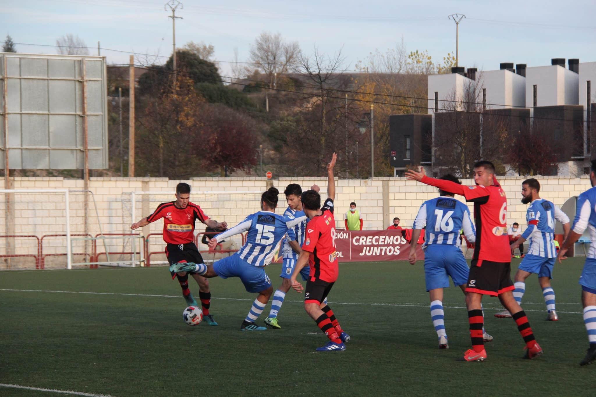 Javi Pérez debuta con una derrota en la portería de La Calzada 2