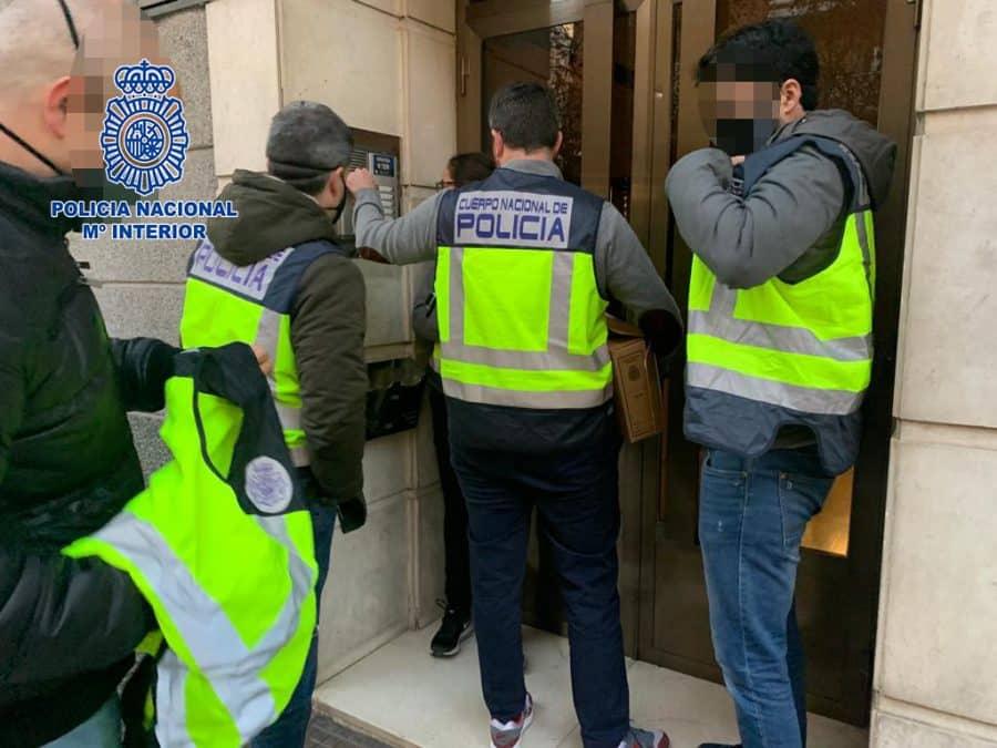 Dos hombres detenidos en La Rioja por tenencia y distribución de pornografía infantil, tráfico de drogas y tenencia de armas 2