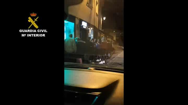 Así desalojó la Guardia Civil un bar en Villamediana con 200 jóvenes 1