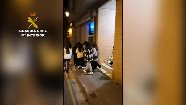 Así desalojó la Guardia Civil un bar en Villamediana con 200 jóvenes 3