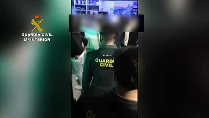 Así desalojó la Guardia Civil un bar en Villamediana con 200 jóvenes 2
