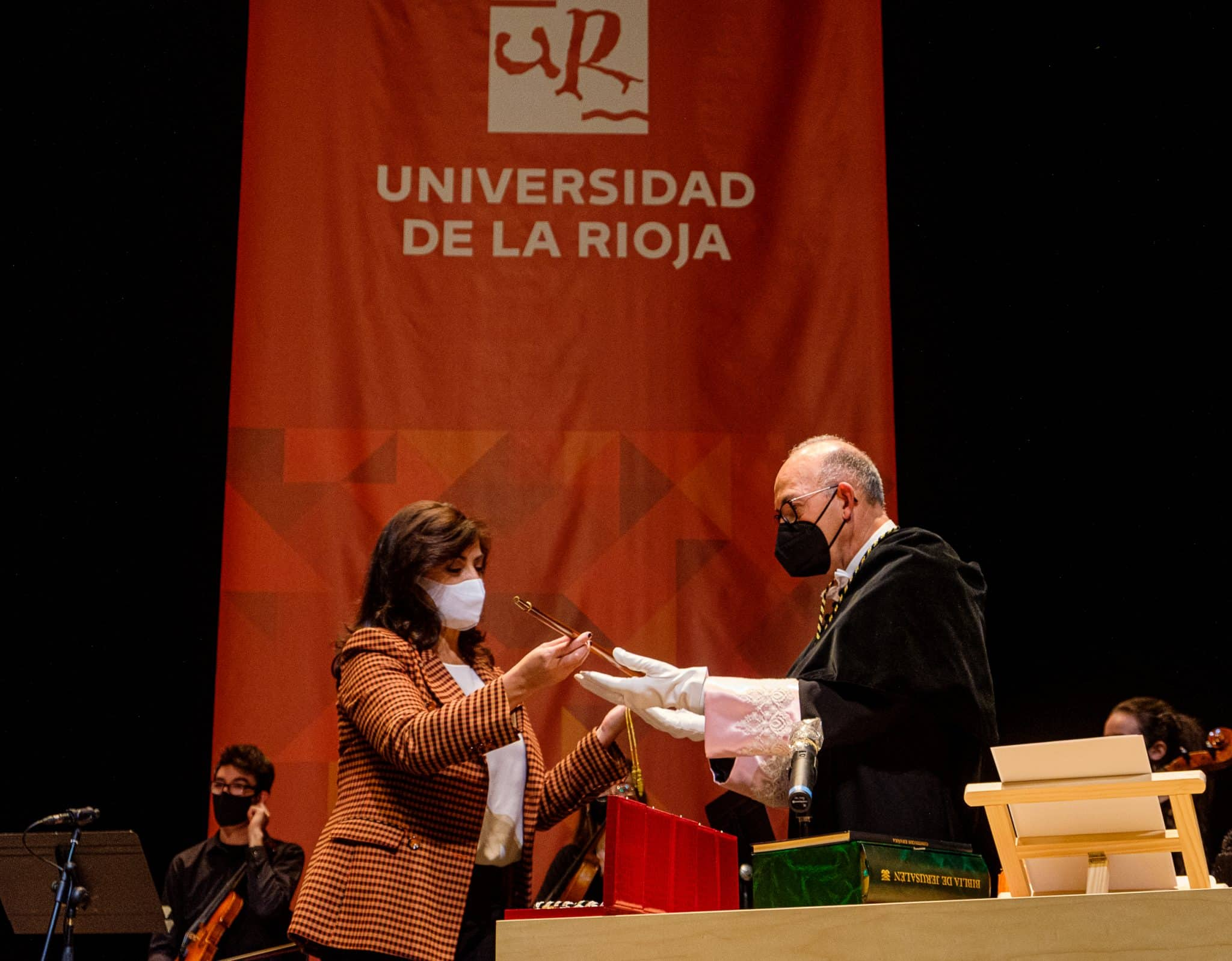 """Ayala ya es rector de la UR: """"Hay que convertir a la universidad en uno de los principales motores del desarrollo de La Rioja"""" 5"""