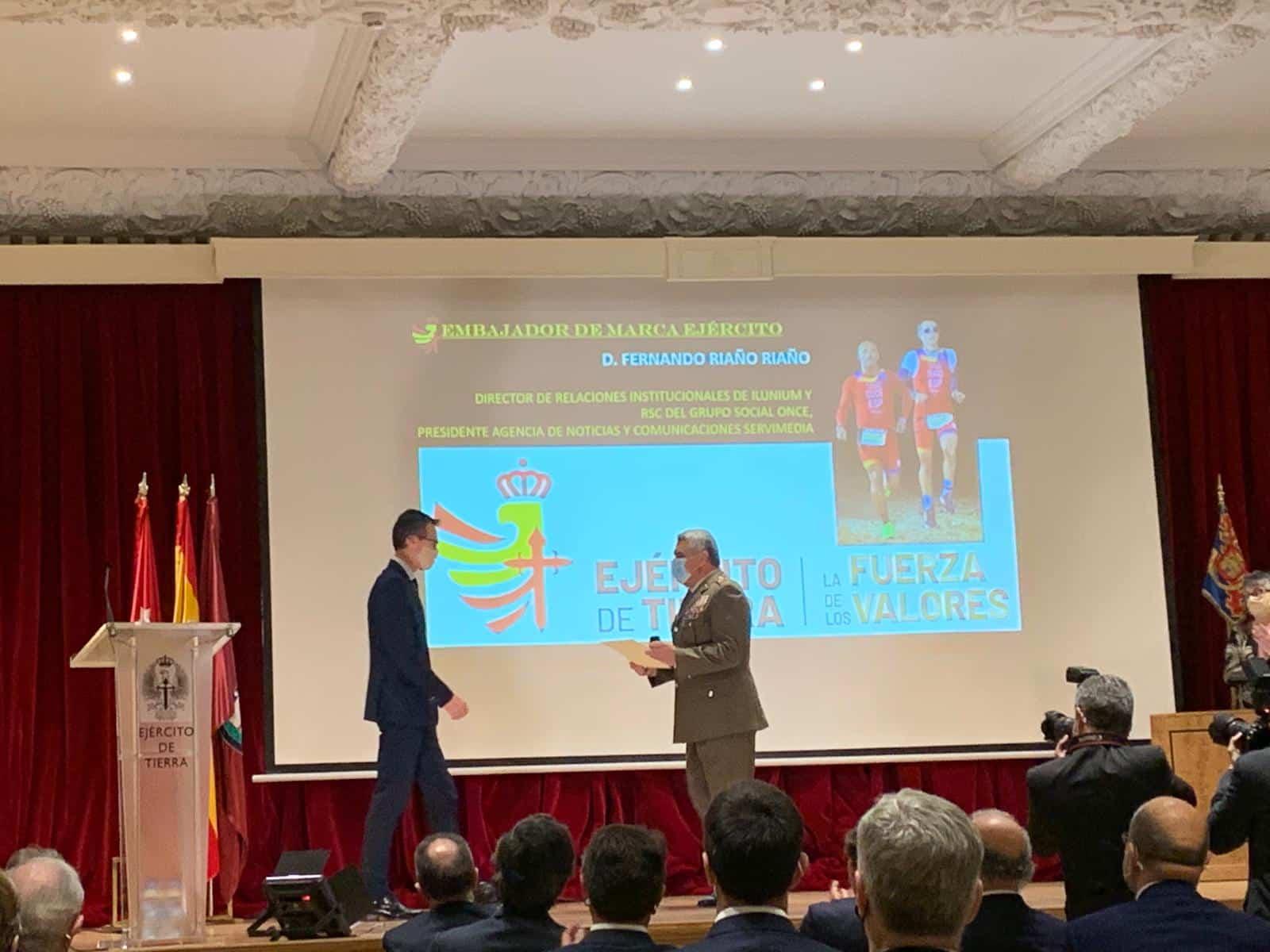Nombran a Fernando Riaño embajador de la Marca Ejército 1