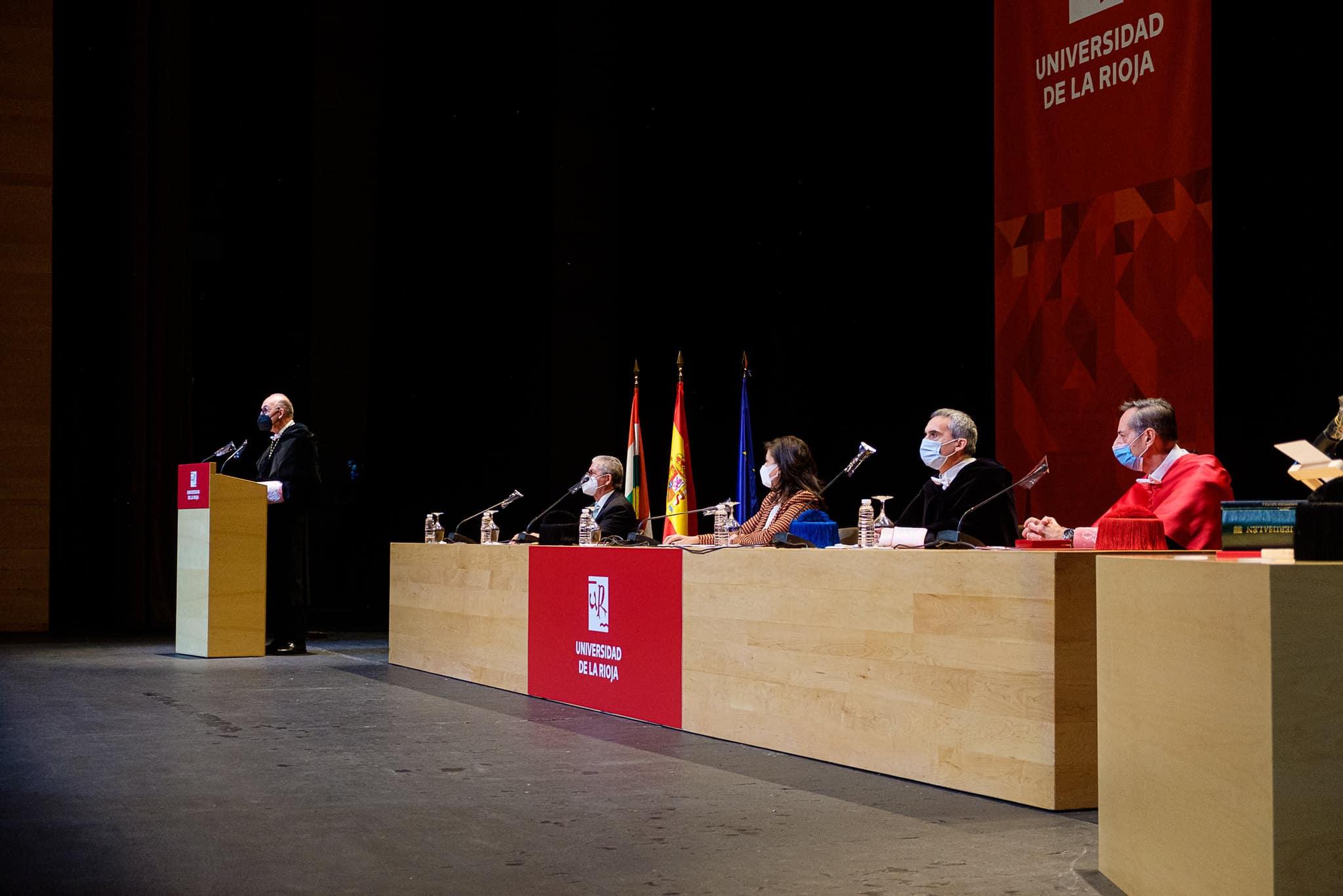 """Ayala ya es rector de la UR: """"Hay que convertir a la universidad en uno de los principales motores del desarrollo de La Rioja"""" 8"""