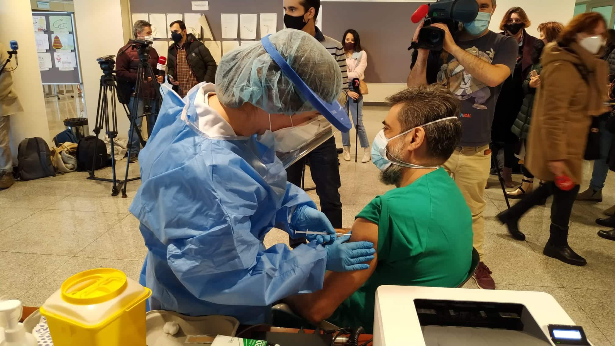 La Rioja comienza la vacunación frente a la COVID de los profesionales sanitarios de primera línea 4