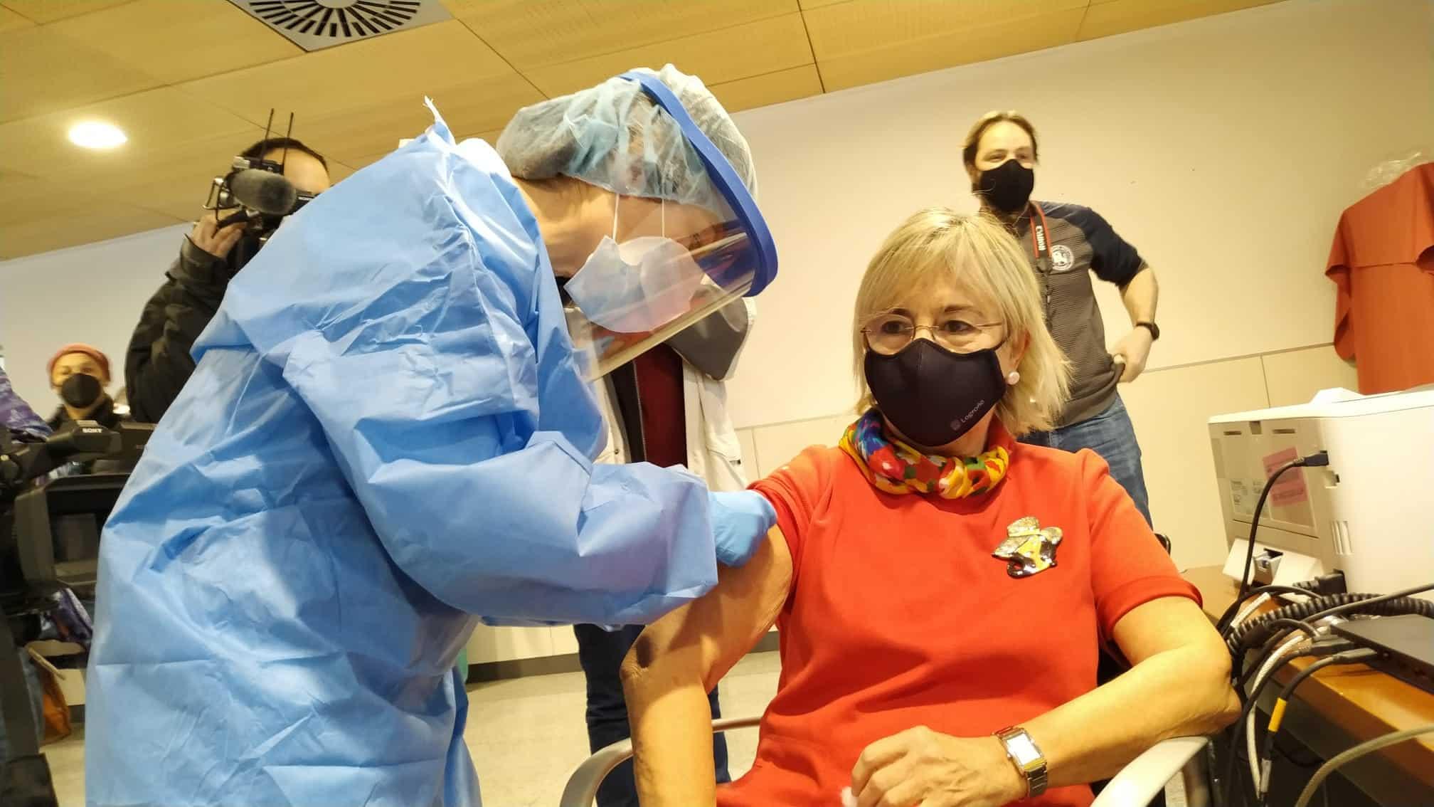 La Rioja comienza la vacunación frente a la COVID de los profesionales sanitarios de primera línea 2