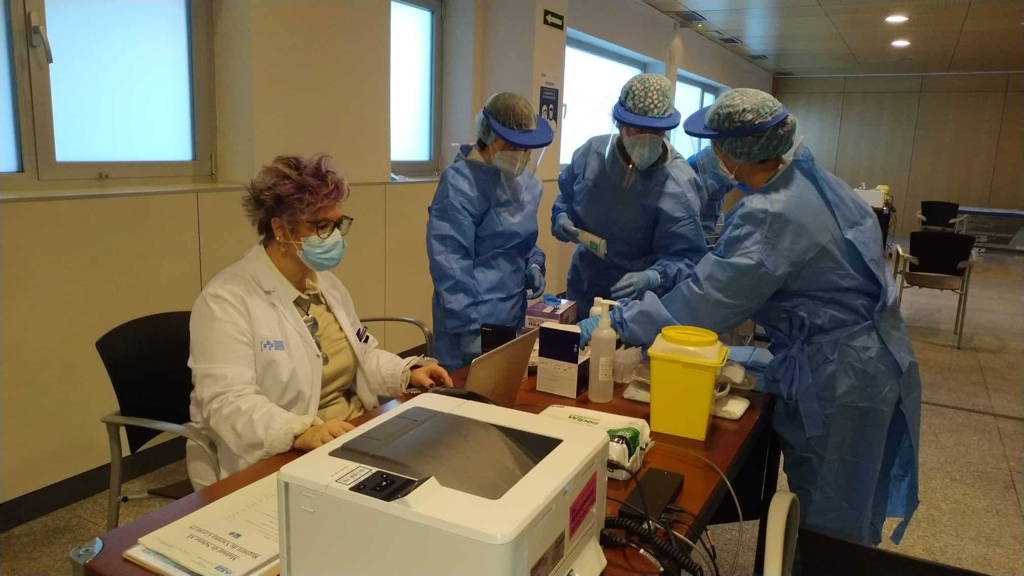 La Rioja comienza la vacunación frente a la COVID de los profesionales sanitarios de primera línea 1
