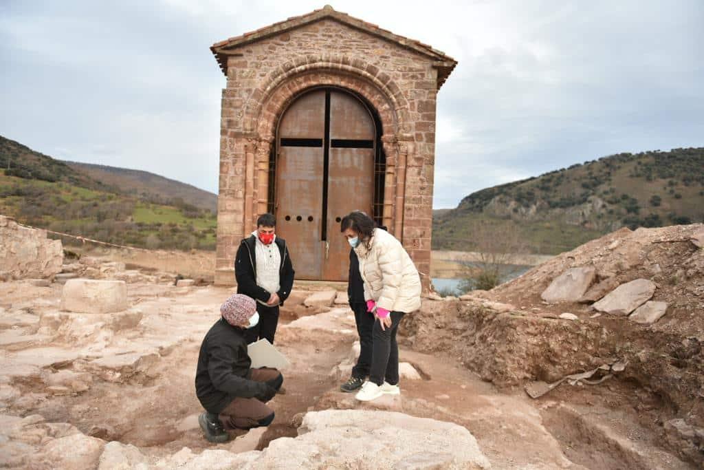 Andreu visita el yacimiento arqueológico de la ermita de Santa Catalina 1