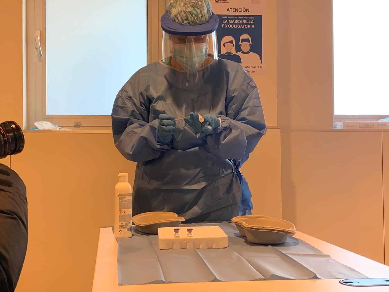 La Rioja comienza la vacunación frente a la COVID de los profesionales sanitarios de primera línea 8