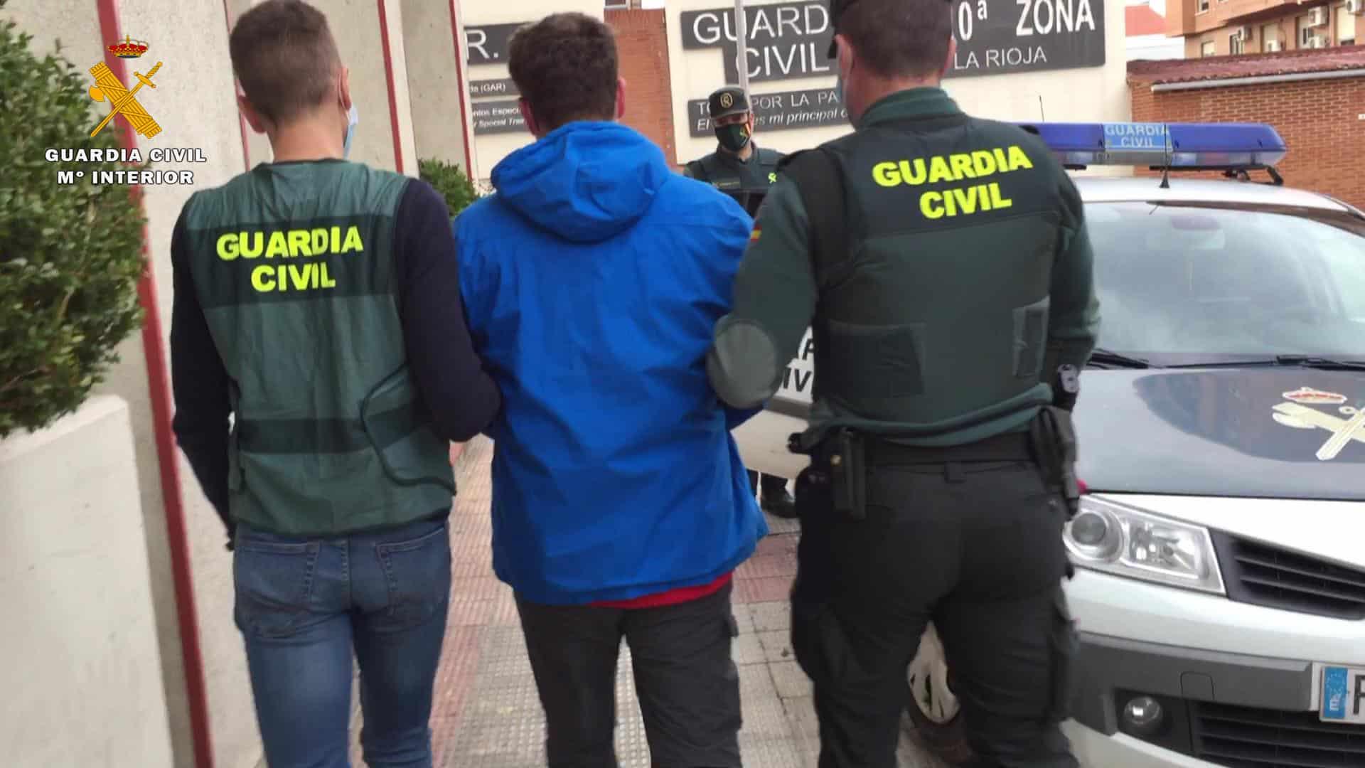 La Guardia Civil detiene al presunto autor del robo de varios contenedores en La Rioja 5