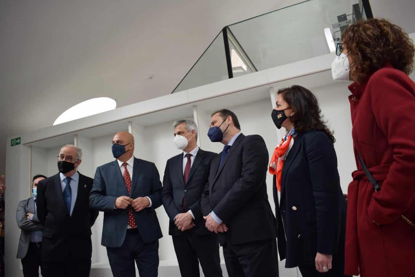 VÍDEO: Ábalos inaugura de manera oficial el edificio María Díaz de Haro 7