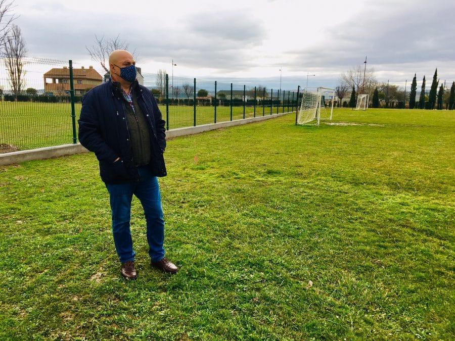 Haro finaliza las obras de cerramiento del campo de fútbol anexo a El Mazo 2