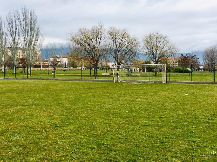 Haro finaliza las obras de cerramiento del campo de fútbol anexo a El Mazo 3