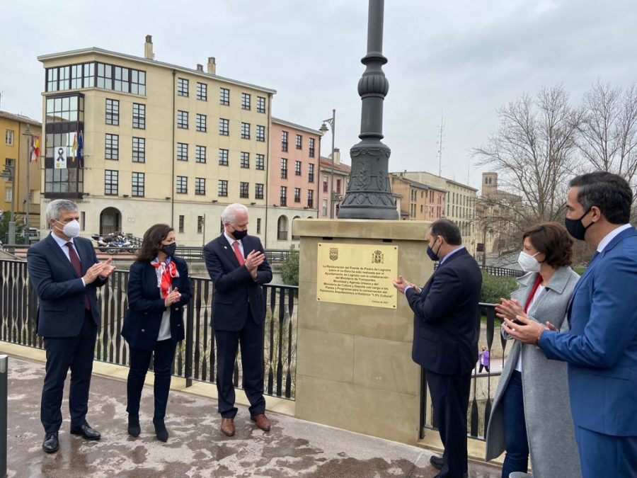 Ábalos inaugura la restauración del Puente de Piedra de Logroño sobre el río Ebro 2