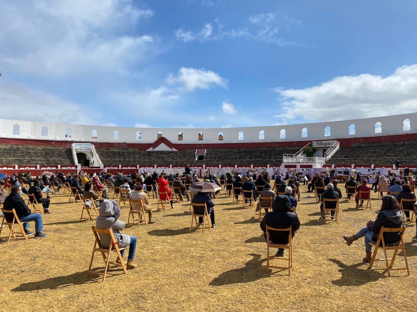 La Banda de Música de Haro toca en la plaza de toros por la Semana de la Mujer 2