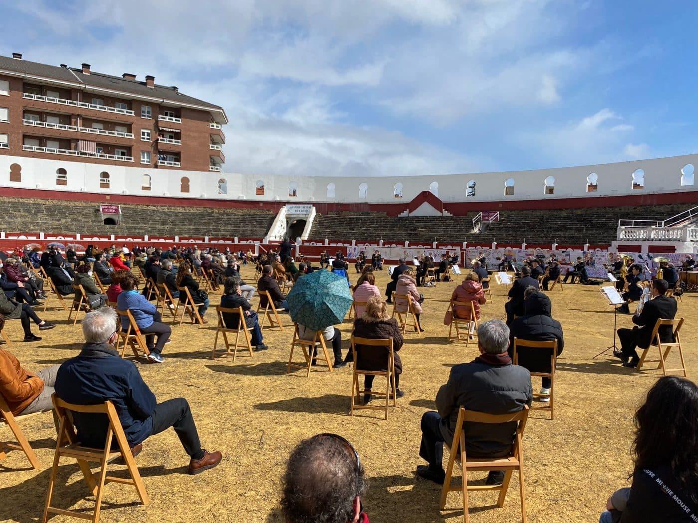 La Banda de Música de Haro toca en la plaza de toros por la Semana de la Mujer 3