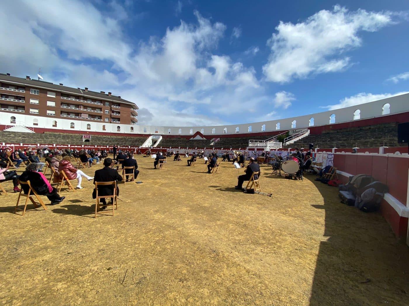 La Banda de Música de Haro toca en la plaza de toros por la Semana de la Mujer 4