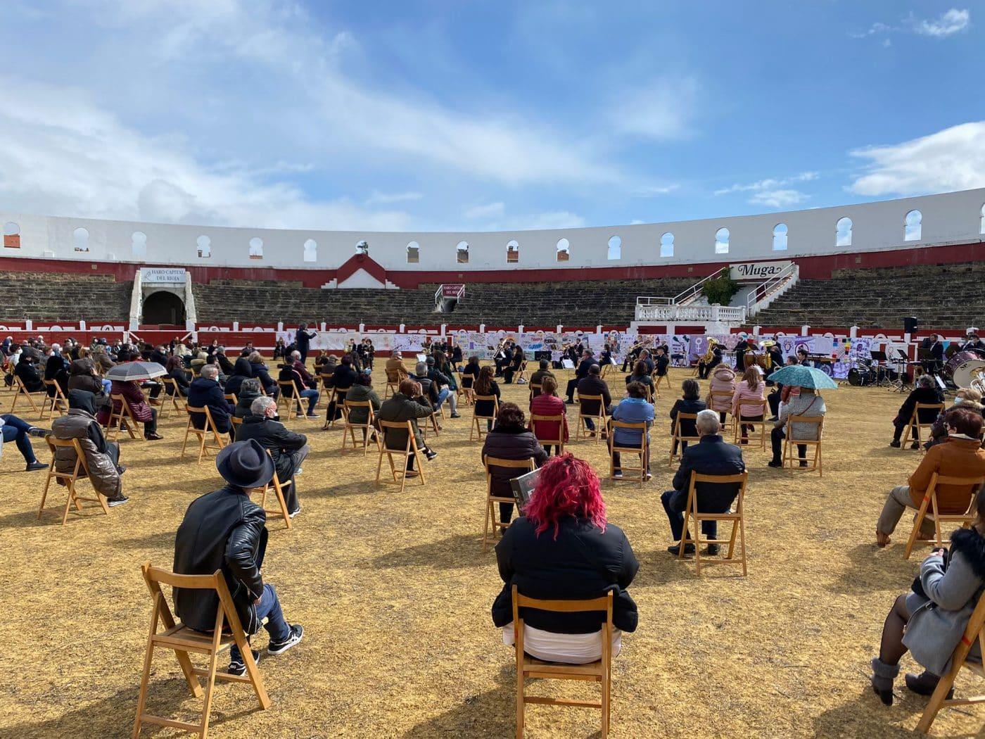 La Banda de Música de Haro toca en la plaza de toros por la Semana de la Mujer 6