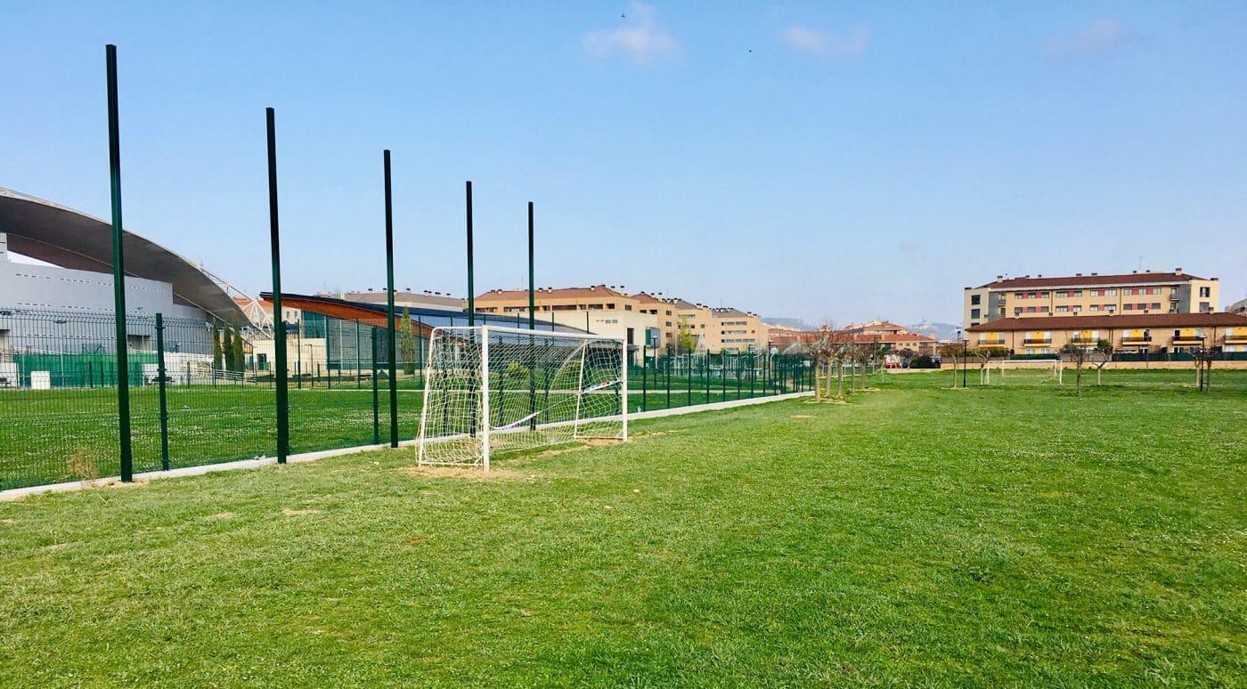 Haro finaliza el acondicionamiento de los campos de fútbol abiertos de El Mazo 1