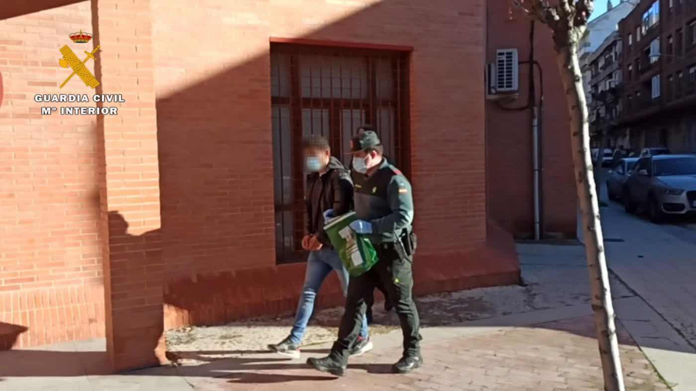 Detienen en La Rioja a dos violentos atracadores en busca y captura 2