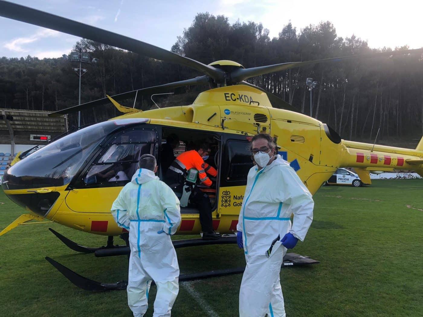 Un helicóptero medicalizado aterriza en La Salera para realizar el traslado urgente de un paciente 1