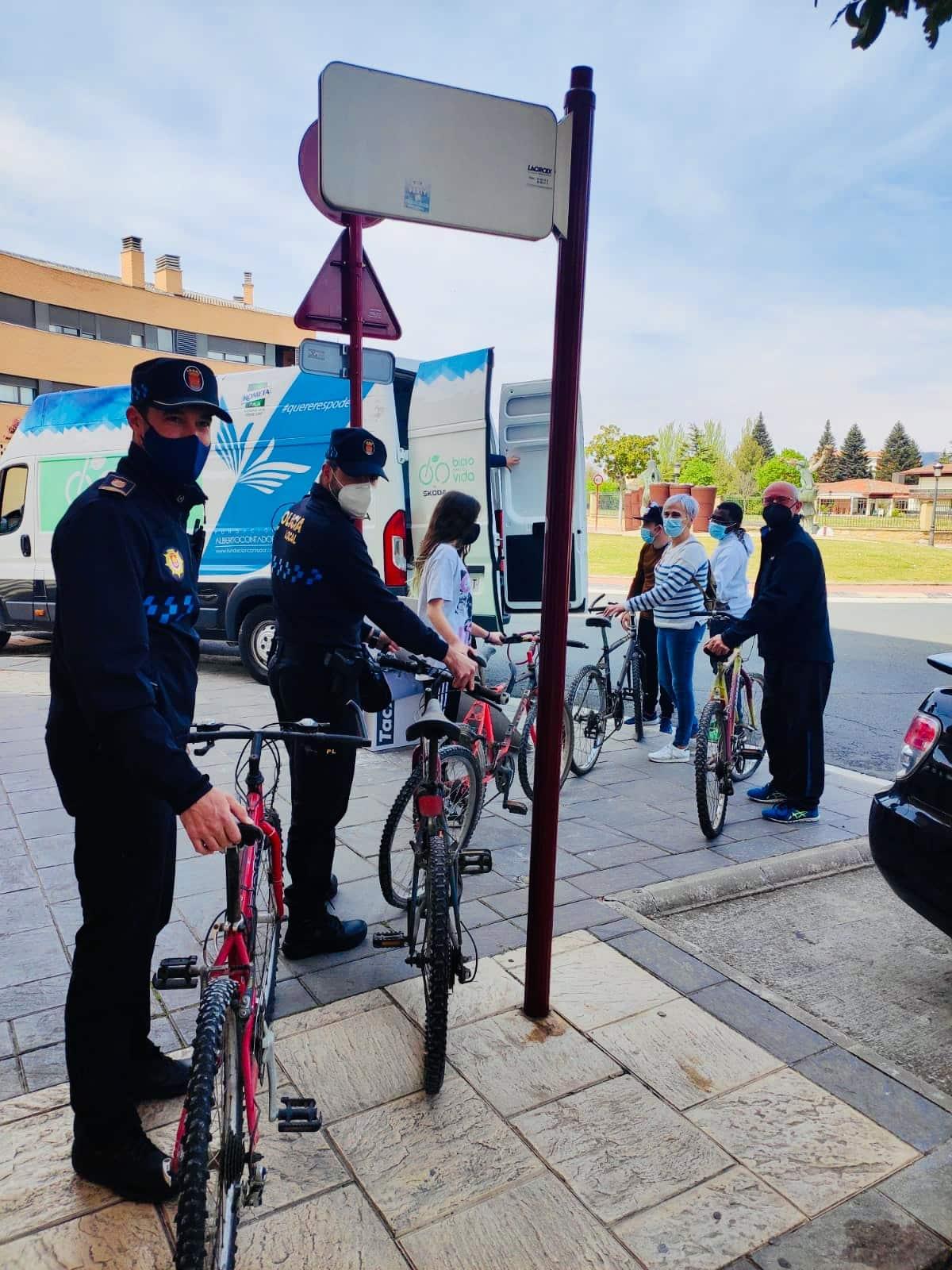 Haro dona 27 bicicletas al proyecto solidario 'Bicis para la Vida' 1