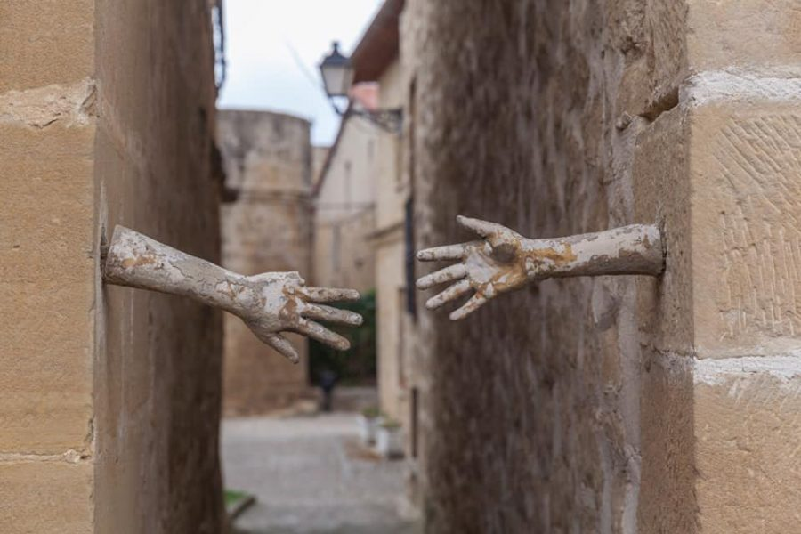 Sajazarra restaura las manos de las 'Paredes Amantes' 2