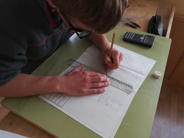 Alumnos del IES Rey Don García construyen casas nido para las aves de Nájera 2