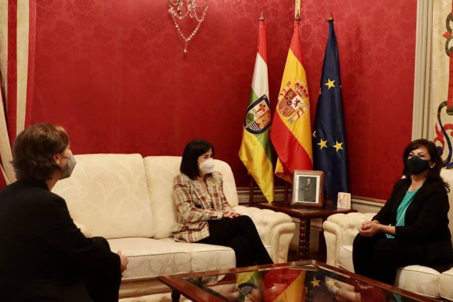 Darias anuncia en La Rioja la llegada de 1,7 millones de vacunas de Pfizer cada semana 4