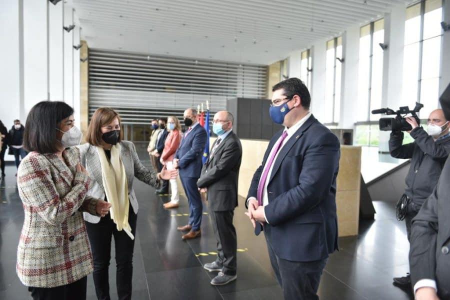 Darias anuncia en La Rioja la llegada de 1,7 millones de vacunas de Pfizer cada semana 12