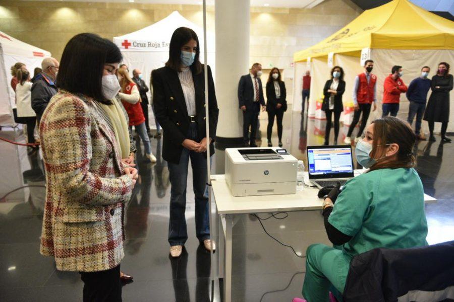 Darias anuncia en La Rioja la llegada de 1,7 millones de vacunas de Pfizer cada semana 15
