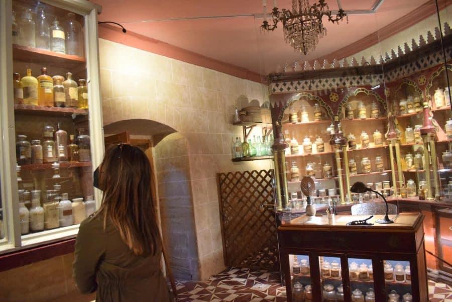 La antigua botica de Briones se muda a la ermita 14