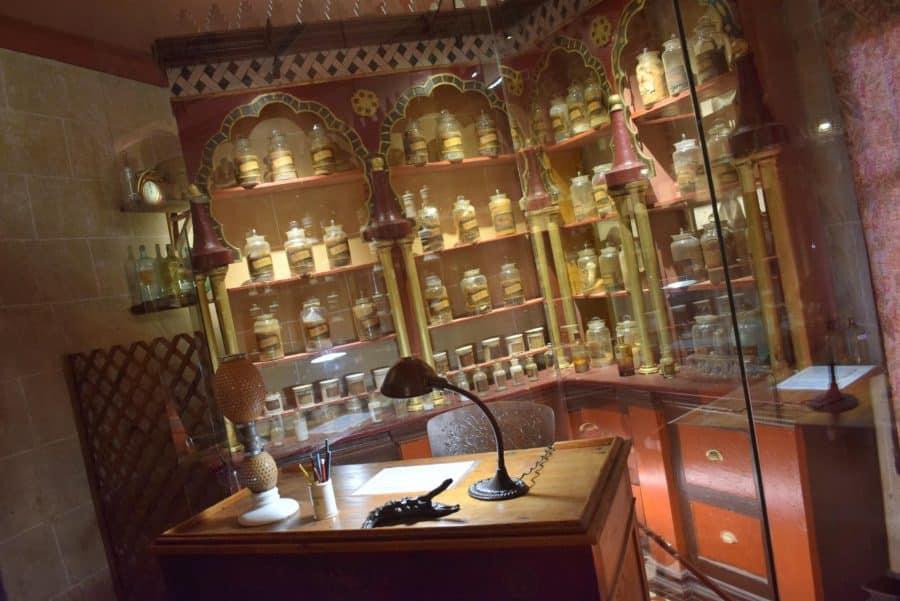 La antigua botica de Briones se muda a la ermita 6