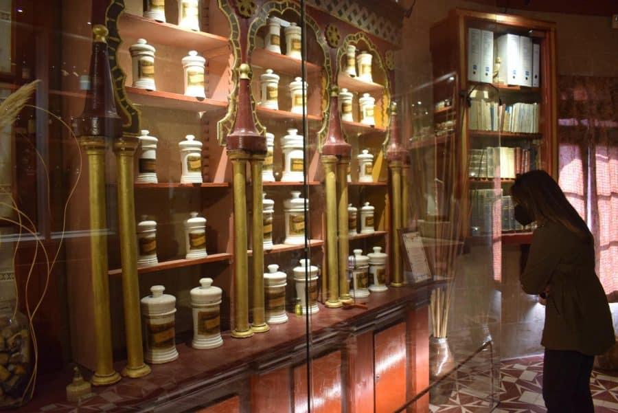 La antigua botica de Briones se muda a la ermita 2