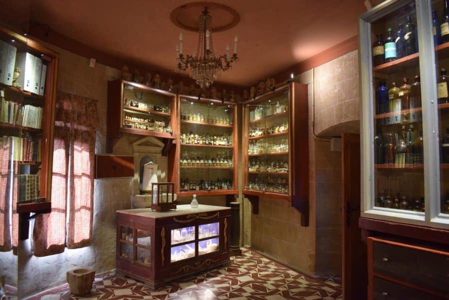 La antigua botica de Briones se muda a la ermita 9