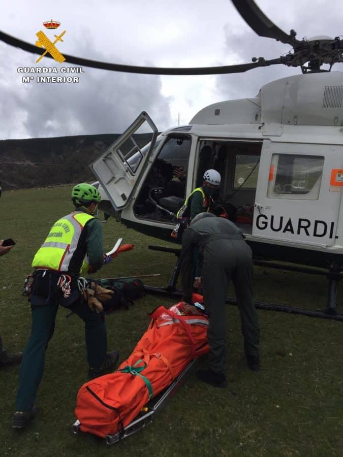 La Guardia Civil rescata a un pastor que sufrió un infarto en una zona de difícil acceso en Brieva de Cameros 4