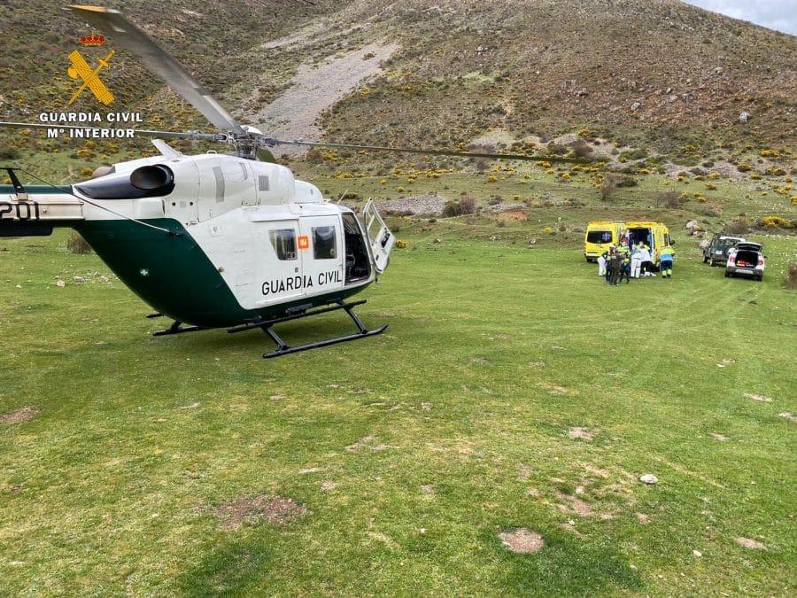 La Guardia Civil rescata a un pastor que sufrió un infarto en una zona de difícil acceso en Brieva de Cameros 5