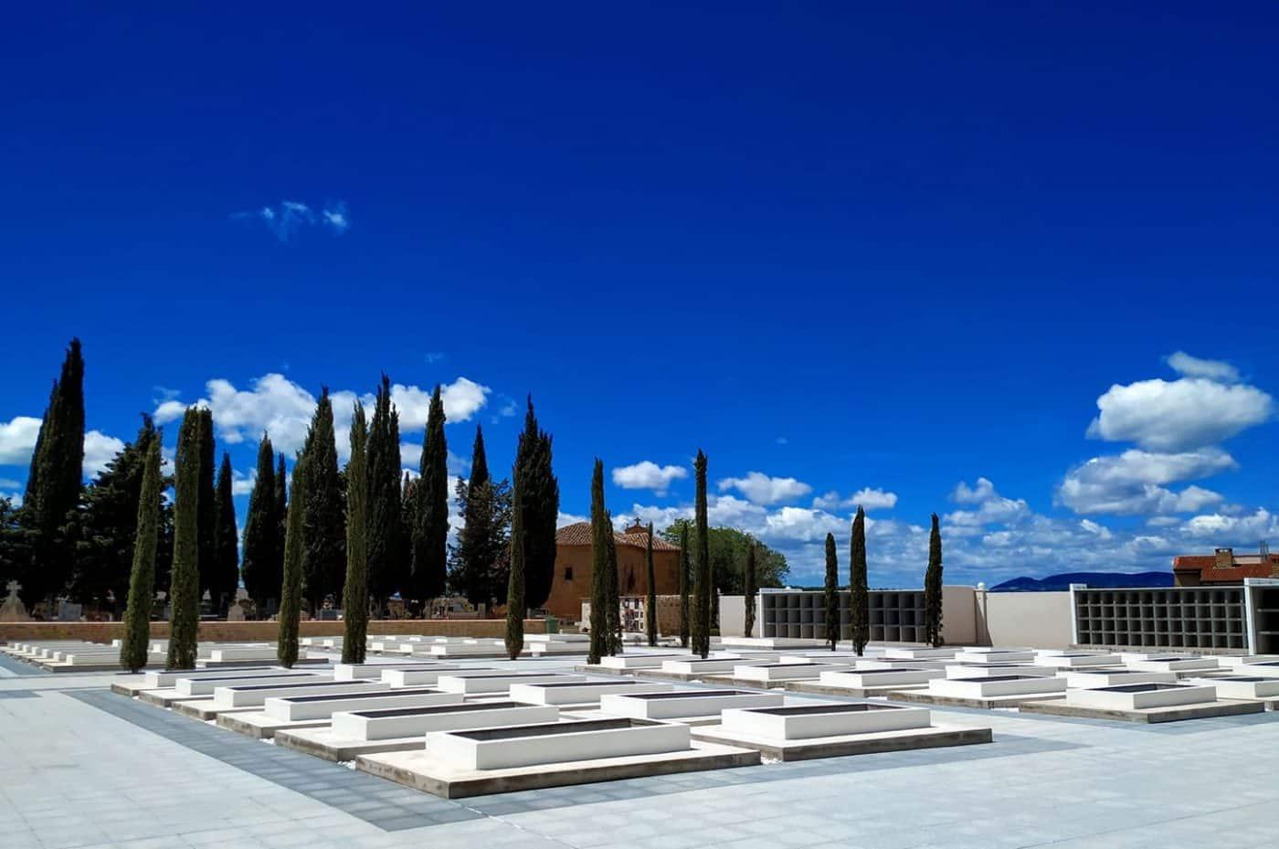 Anguciana finaliza la ampliación del cementerio 1