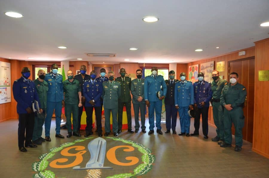 Policías locales de Haro reciben sus diplomas del Curso de Intervención Operativa de la Guardia Civil 8